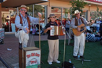 Australian folk music - The Old Gum Tree-O, a three-piece bush band based in Adelaide, South Australia