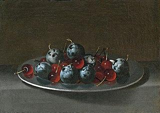 Plat avec prunes et cerises