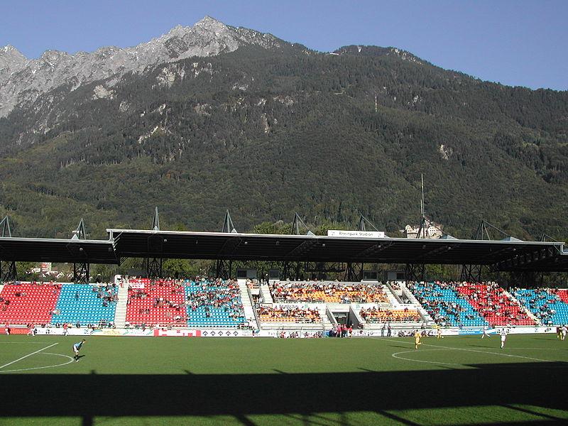 Fudbalski Stadioni  - Page 2 800px-Haupttrib%C3%BCne_mit_Gebirge