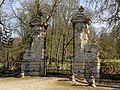 Heilles (60), château de Mouchy-le-Châtel, portail côté Heilles 3.jpg