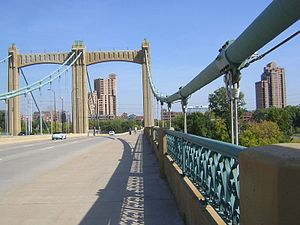 Hennepin Avenue Bridge - Image: Hennepin Bridge 20080926