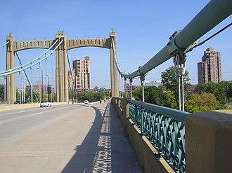 Hennepin Avenue Bridge - Image: Hennepin Bridge 20080926