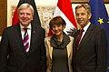 Hessischer Ministerpräsident Bouffier bei StS Lopatka (8185040625).jpg