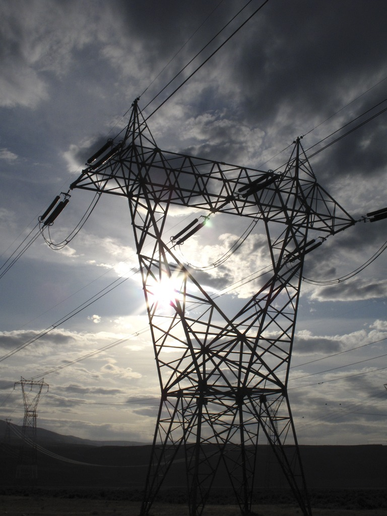 High Voltage Transmission Lines : Tom clark tensions of the moment new power line to
