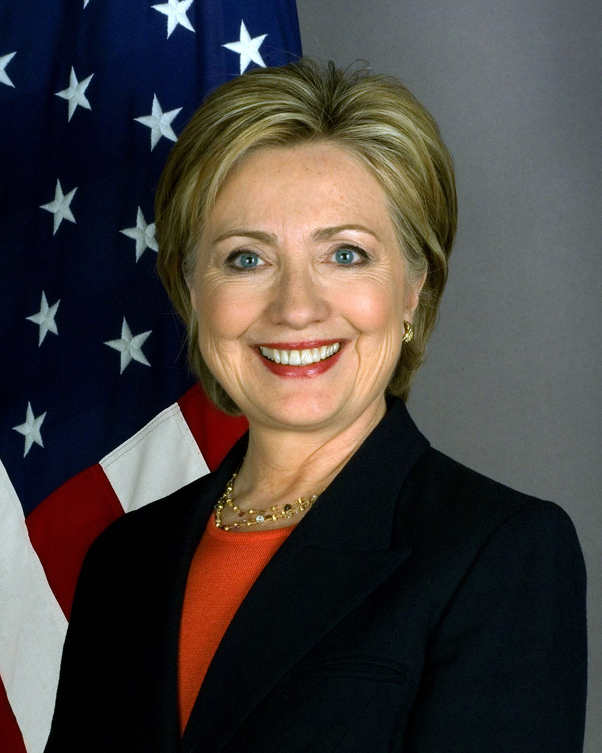 Formal portrait of Hillary Rodham Clinton with flag, 2009