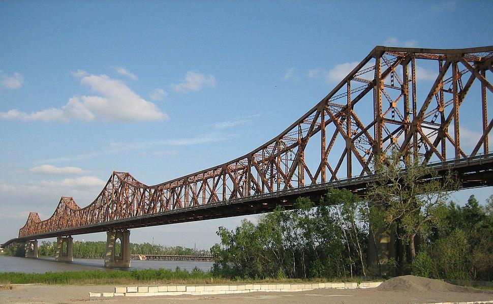 Huey P Long Bridge Baton Rouge northwest 1 (cropped)