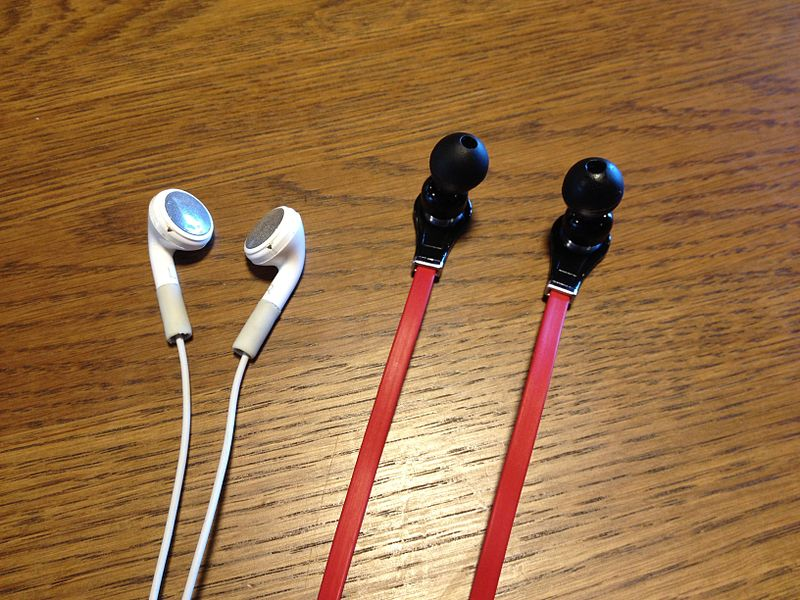 File:IPhone earbuds.jpg