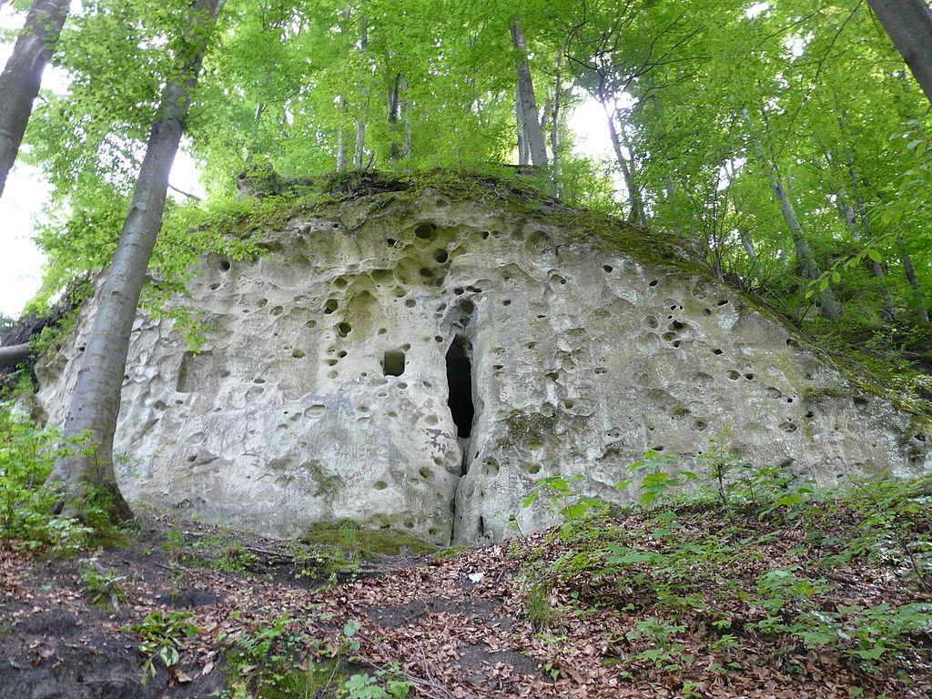Печера Рожаниці на горі в Стільсько