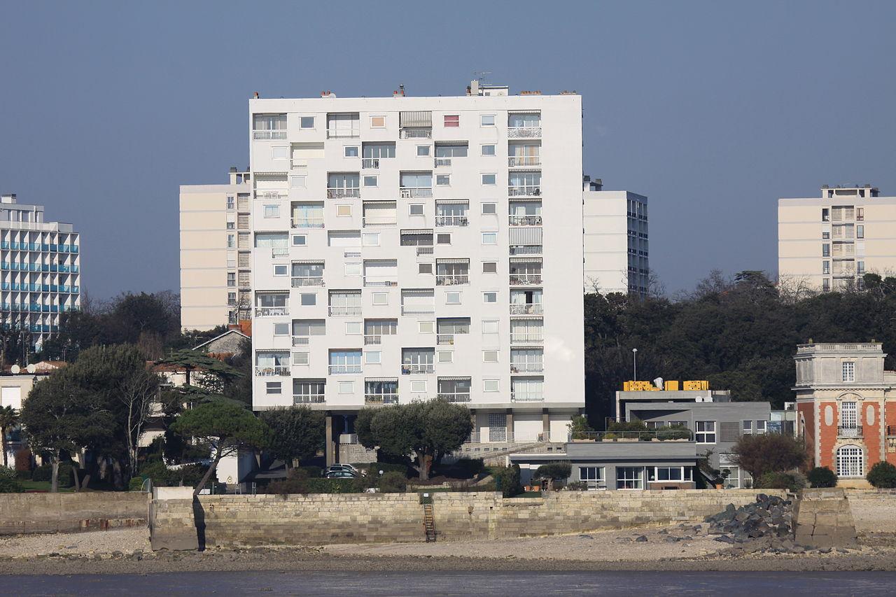 file immeuble d 39 habitation sur pilotis la rochelle jpg wikimedia commons. Black Bedroom Furniture Sets. Home Design Ideas
