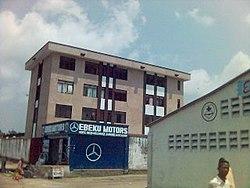 Immeuble dans la commune de Kasa-Vubu (Kinshasa).jpg