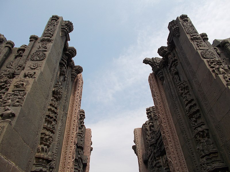 "File:India""s best^bugga temple,tadipatri,A.P - panoramio (2).jpg"