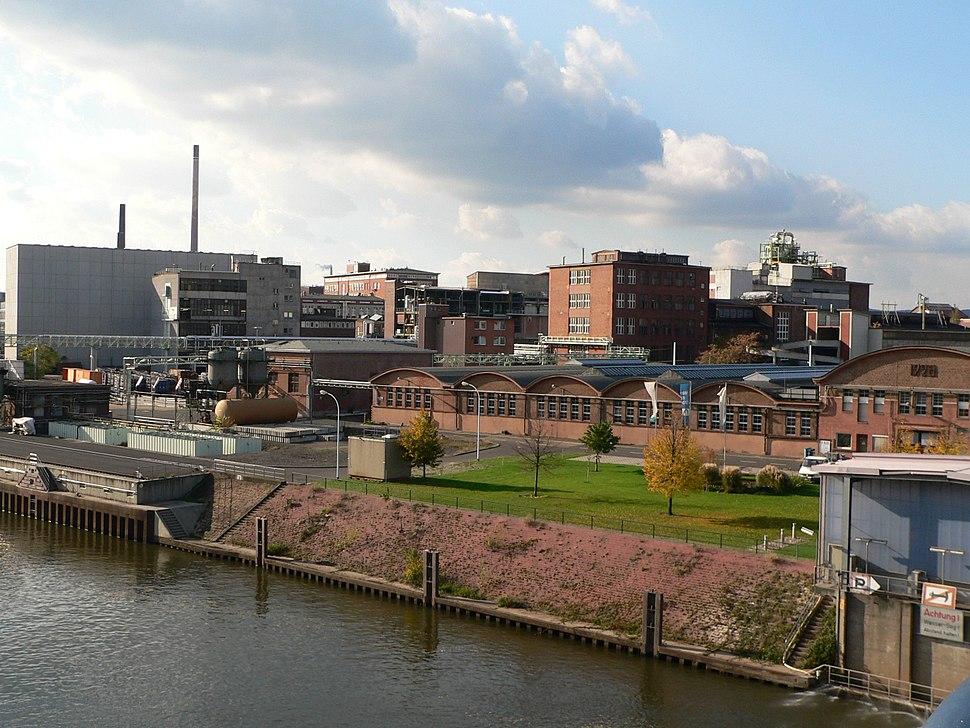 Industriepark Höchst, Leunabrücke