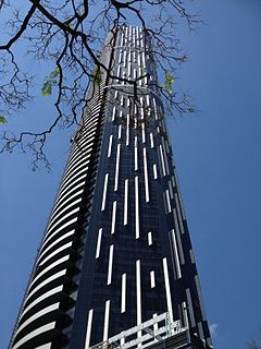 Infinity Tower, Brisbane in 11.2013 01.jpg