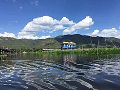 Inle Lake in Maing Thauk.jpg