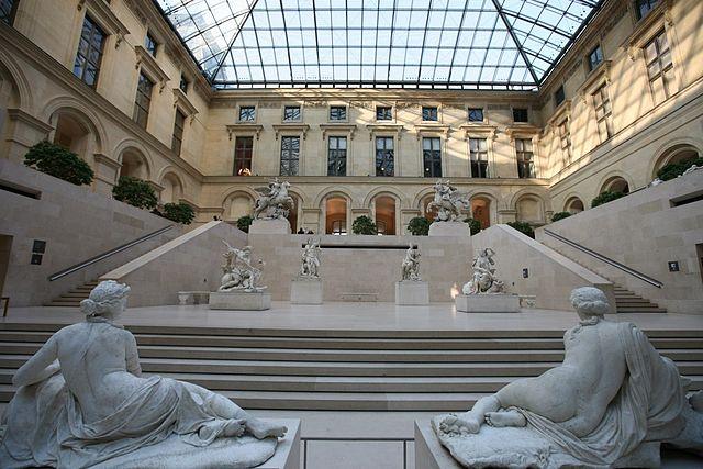 Mercenaires - Horreur contemporaine 640px-Inside_the_Louvre_%284199679074%29