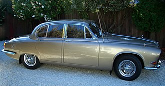 Jaguar 420 and Daimler Sovereign (1966–69) - Jaguar 420 (side view)
