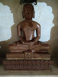 Jain statues in Anwa, Rajasthan 24.jpg