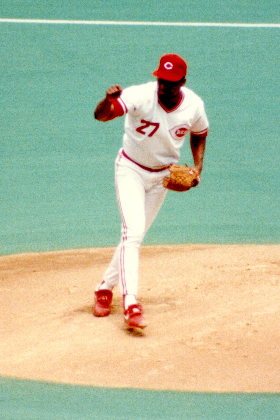 Jose Rijo pitching for the Cincinnati Reds in Riverfront Stadium in 1990