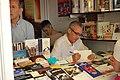 Juan Jose Millas firmando en la Feria del Libro de Madrid de 2007.jpg
