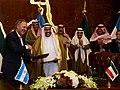 Juan Schiaretti firma acuerdos en Kuwait.jpg