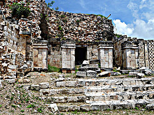 Kabah (Maya site) - Kabah, Codz Poop palace, side view