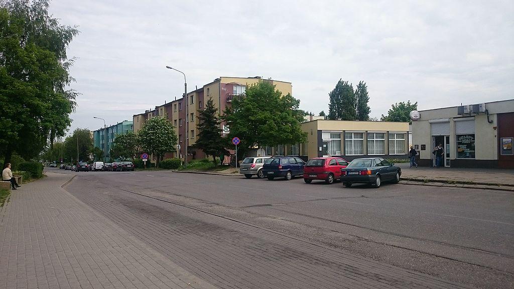 1024px-Konarskiego_Street%2C_Czy%C5%BCykowo%2C_Tczew.JPG