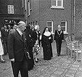 Koningin Juliana bezoekt Limburg. R.K. Landbouwhuishoudschool in Posterholt., Bestanddeelnr 905-3131.jpg