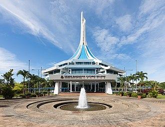 Kuching South City Council - Image: Kuching Sarawak Kuching South City Hall 01
