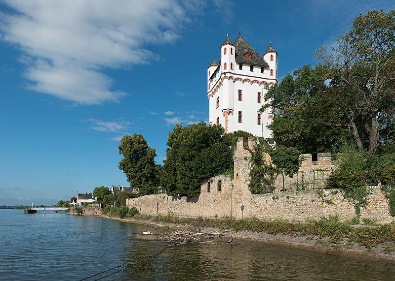 File:Kurfürstliche Burg Eltville, East view 20140901 1.jpg