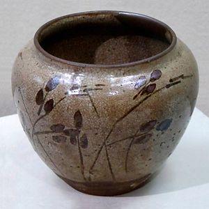 Karatsu ware - Karatsu ware jar with bush clover design, underglaze iron-brown, Egaratsu type, stoneware, Hizen, 1590-1610s