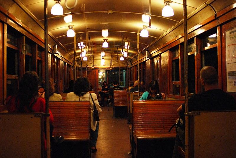 """File:Línea A, tren """"Le Brugeoise"""" por dentro 01 (diciembre 2008).jpg"""