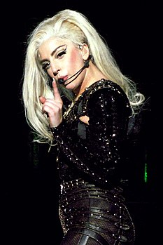 Lady Gaga durante una tappa del Born This Way Ball Tour nel 2012