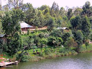 Lake Bunyonyi - Camp on the shore of Lake Bunyonyi