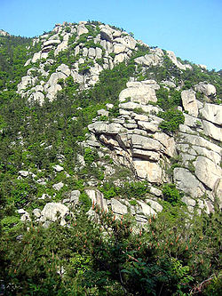 Laoshan-mountain-with-rocks.jpg