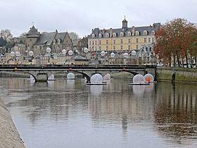 Centre ville de laval mayenne wikip dia for Piscine laval 53