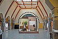 "Le hall jugenstil de l'Uschakoff Building avec l'exposition ""Havis Amanda, mon amour"" (Helsinki).jpg"