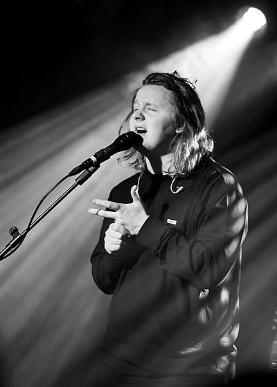 Picture of a band or musician: Lewis Capaldi