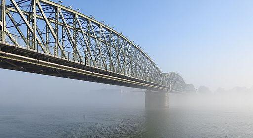 LinzerEisenbahn-undStraßenbrücke