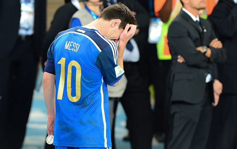 Datei:Lionel Messi in tears after the final.jpg