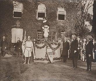 Lionel de Jersey Harvard - Image: Lionelde Jersey Harvard Hollis Hall Pageant 1913June 14
