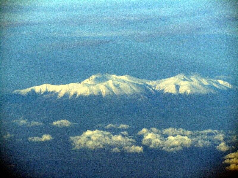 File:Luftaufnahme Olymp.jpg
