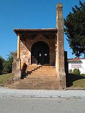 Lugar donde fue enterrado el Rey Fáfila, hijo del Rey Pelayo que murió atacado por un oso hacia el 730. Cangas de Onís, donde empieza el Parque Nacional de los Picos de Europa. Asturias.jpg