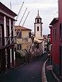 Madeira-58-Strasse-Kirchturm-2000-gje.jpg