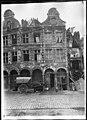 Maison - Façades des maisons de la Petite Place après un bombardement - Arras - Médiathèque de l'architecture et du patrimoine - APDU001398.jpg