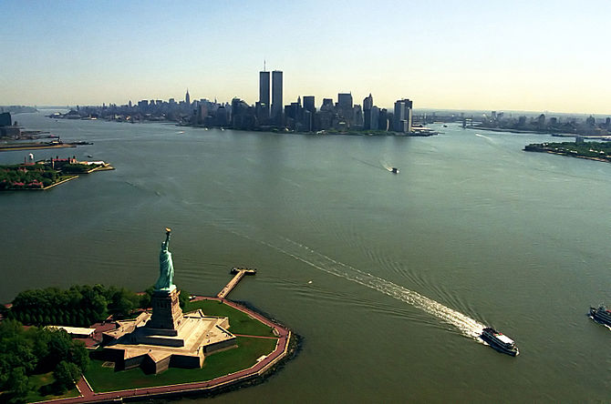 English: View of Manhattan from a helicopter, ...