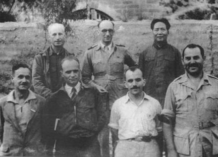 Mao with visiting foreign journalists in 1944 Mao1944.jpg