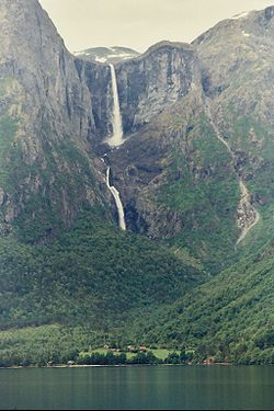 Mardalsfossen Waterfall Norway 2004.jpg