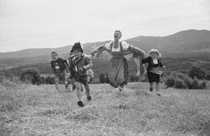 Mary Martin - Mary Martin with child actors in the original production of The Sound of Music