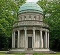 Mausoleum von Gans Hauptfriedhof Ffm Pano.jpg