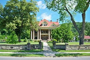 Mayo Mansion - Image: Mayo Mansion (distant)